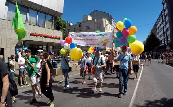 Dusseldorf CSD 2018 Die Welt gehort uns allen